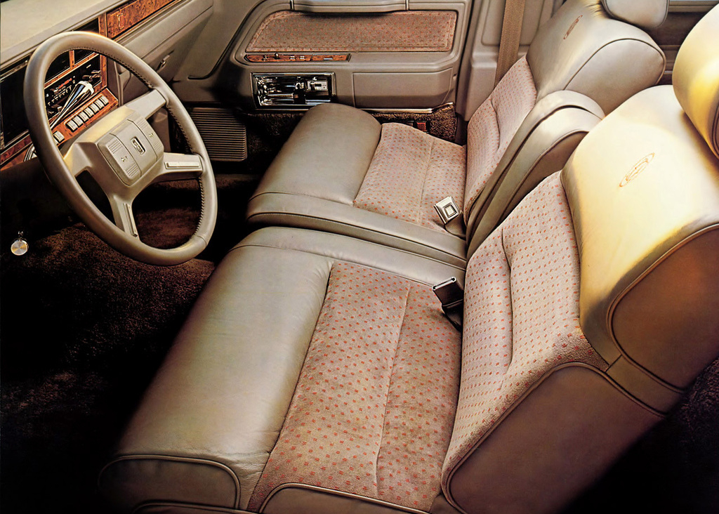 lincoln_town_car_1985_89_-int.jpg