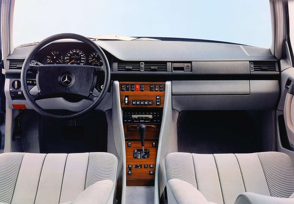 mercedes-benz_e-klasse_estate_s124_1985_93_-ent_1.jpg