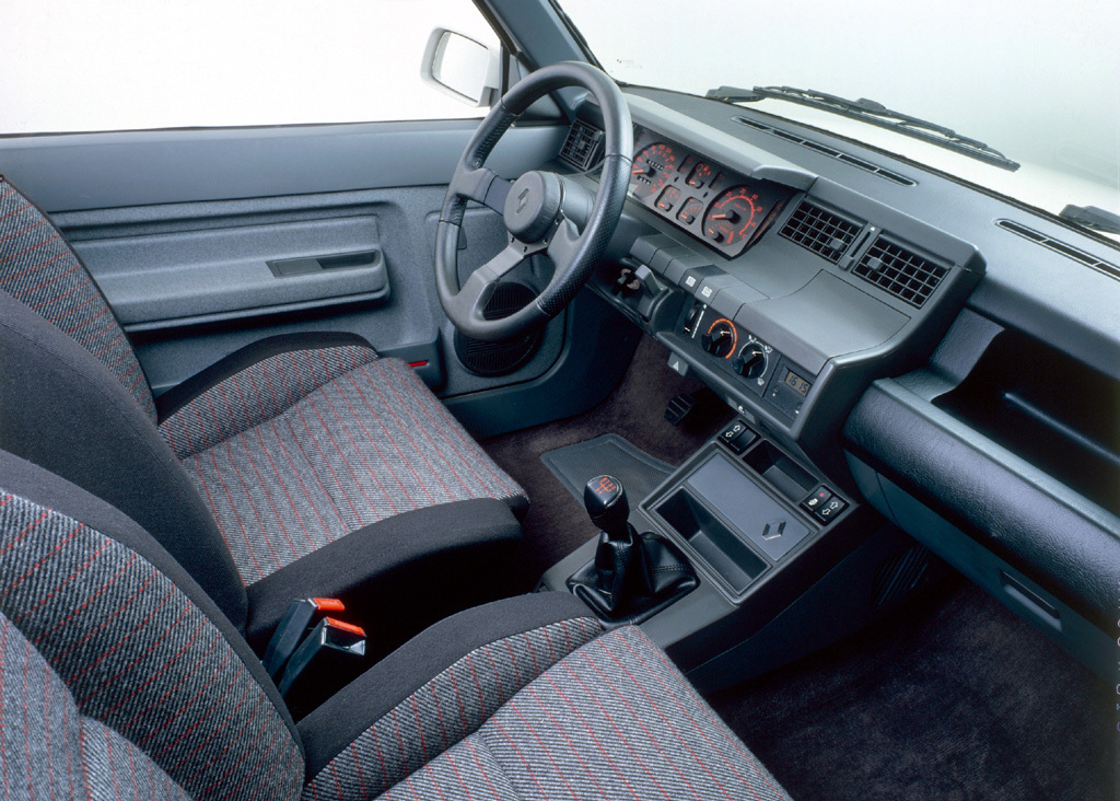 renault_5_gt_turbo_1985_91_-int.jpg
