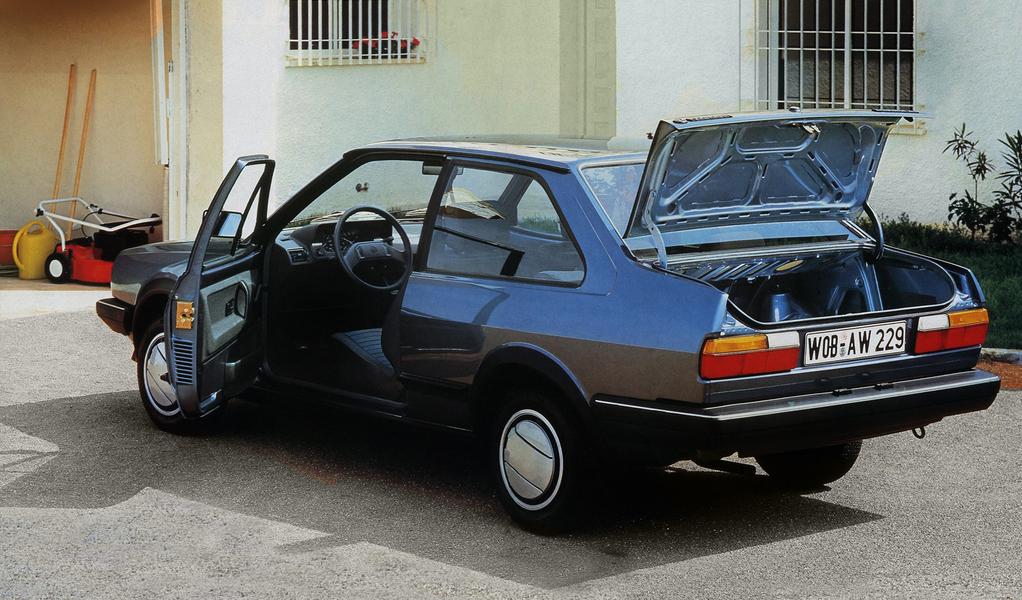 volkswagen_polo_classic_ii_1985_90.jpg