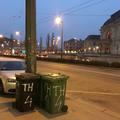 Parkolónak használják a buszmegállót a Keleti pályaudvarnál
