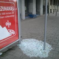 Az üveges buszmegálló nem is a BKK-é, de van remény!