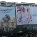 Nem csak ronda, de illegális is? Rejtélyes reklámhálók Budapesten