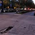 Járókelő Megoldókulcs: Beszakadt aszfalt a főváros sugárútjánál