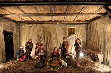 Mindenki nyugodjon meg, nem lopták el a kis Jézust a Parlament elől!