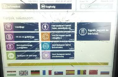 Érintse meg a képernyőt - galéria betört BKK automatákból