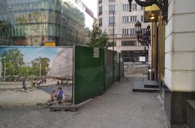 Homokozókkal tarkított labirintus - így halad a Vörösmarty tér felújítása