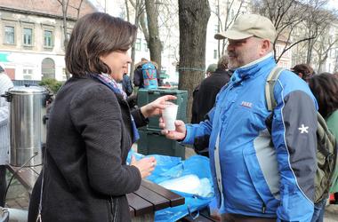 Heti Betevő: az ételfőzés és -osztás nem csak a rászorulóknak segít