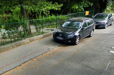 Mi a fontosabb: néhány parkolóhely vagy az óvodások biztonsága?