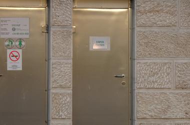 Két hétig voltak nyitva, még mindig javítják a vizes vb WC-it a Carl Lutz rakparton