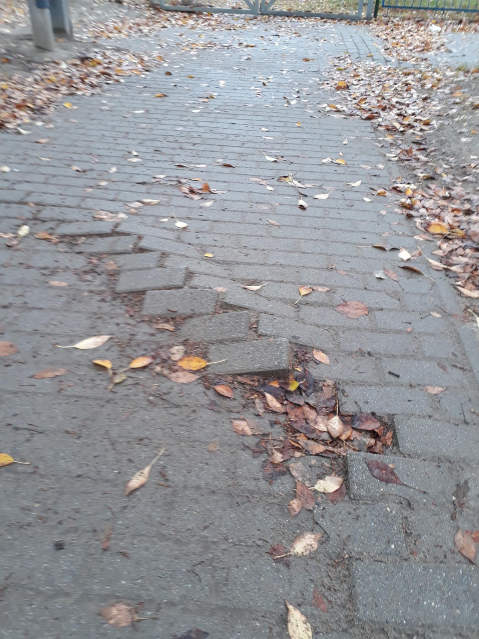 ezen a járdán nehéz a séta