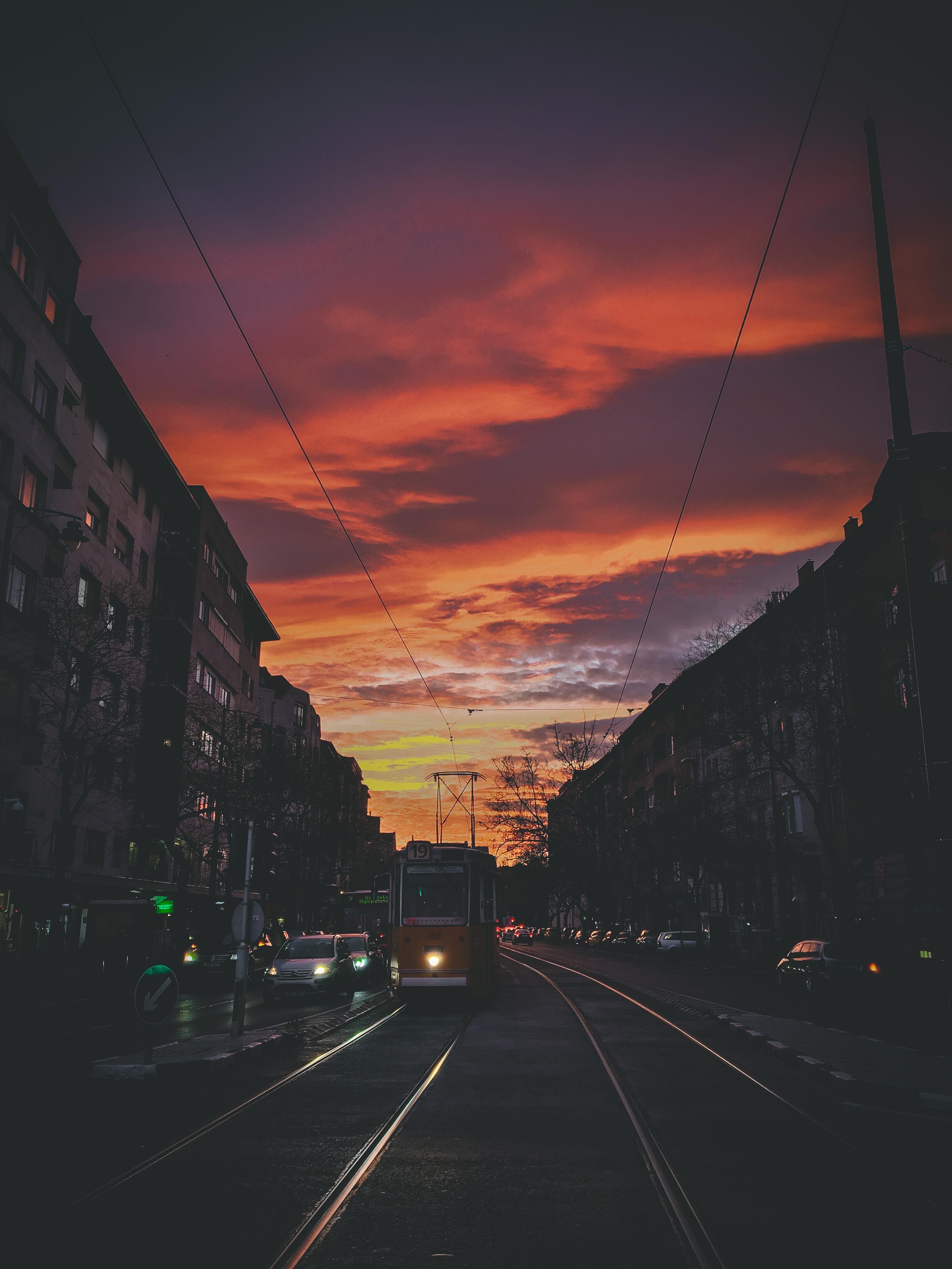 Bartók Sky: Munka után a Bartókon sétáltam hazafelé, és hát ha elég extra a naplemente, akkor azt nem szabad kihagyni.<br />