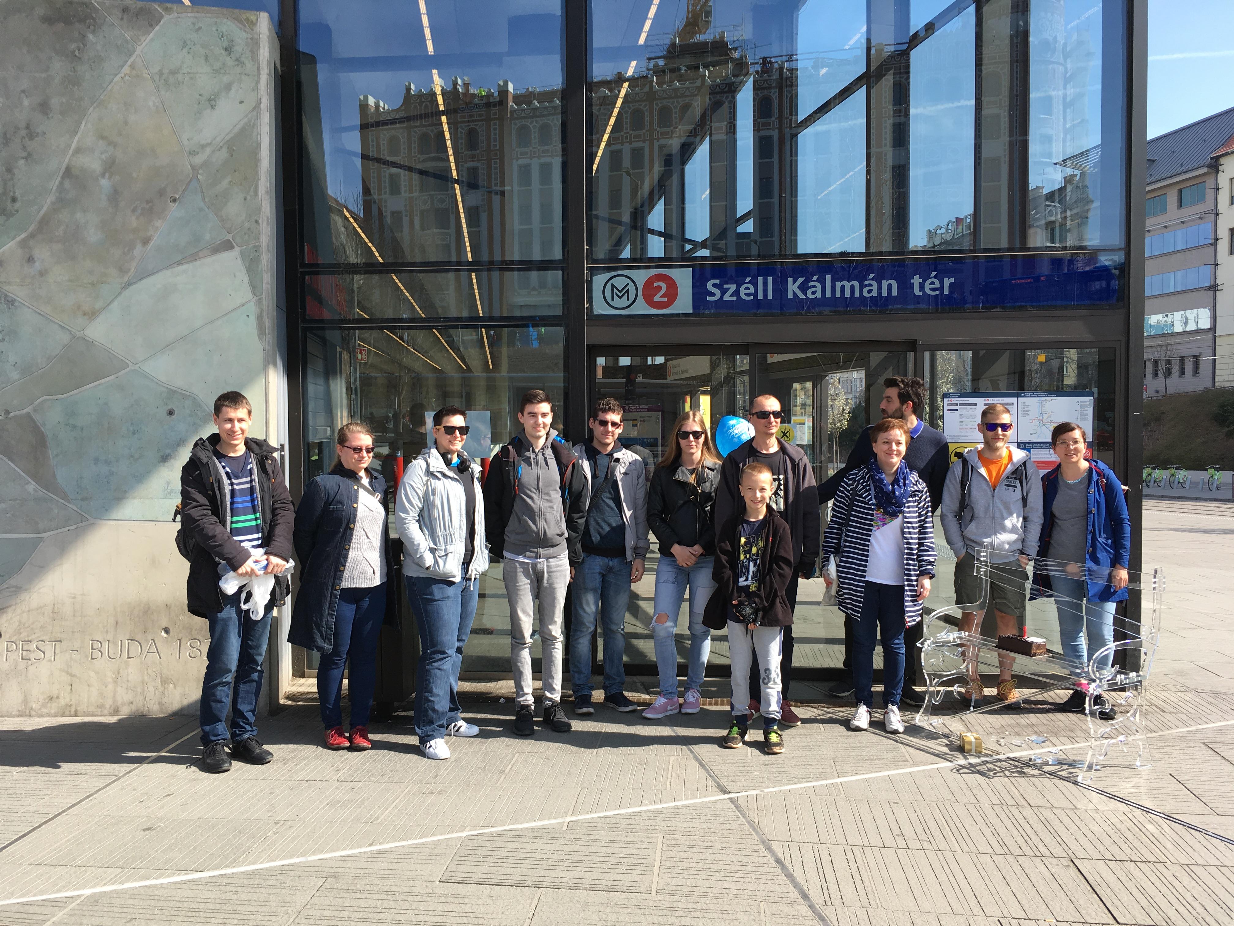 A kampány részeként felköszöntöttük a Széll Kálmán téri metró több mint 1 éve kinyithatatlan ajtaját.