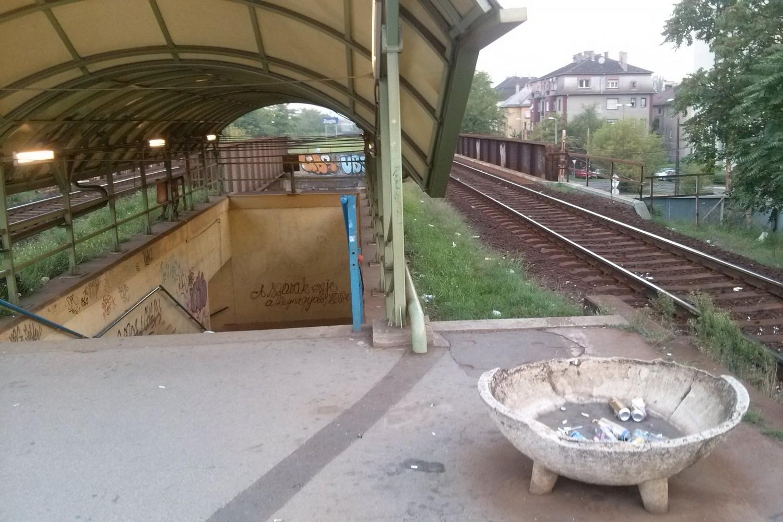 A leharcolt Zugló vasútállomás, 2016. augusztus 21. jarokelo.hu/14135