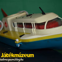 Felhúzható NDK hajó