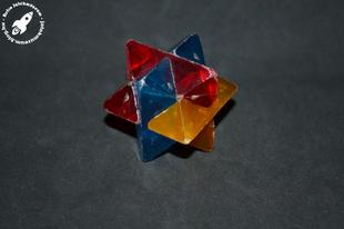 Összerakható műanyag logikai játék