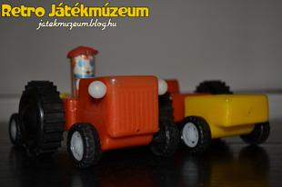Műanyag traktor pótkocsival