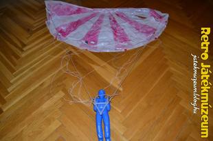 Reptethető ejtőernyős