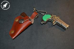 Retro trafikos pisztoly kulcstartó