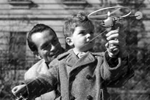 Régi játékgyártók, régi fotók