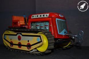 Óraműves KDN traktor