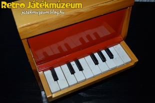 Szovjet játék pianínó