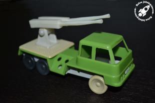 Szovjet műanyag katonai teherautó