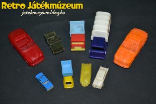 Régi műanyag kisautók
