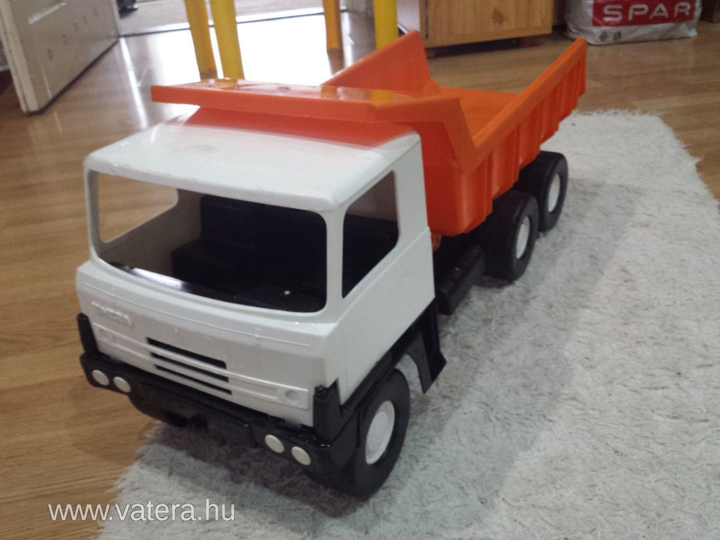 retro-tatra-auto-936a_3_big.jpg