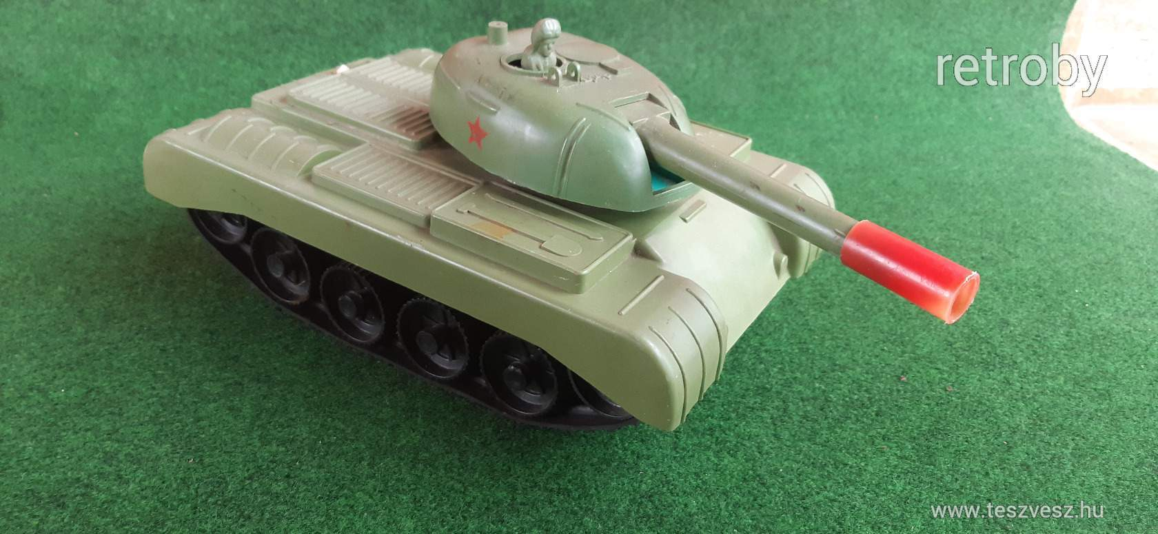 retro-elemes-orosz-harckocsi-f7ca_2_big.jpg