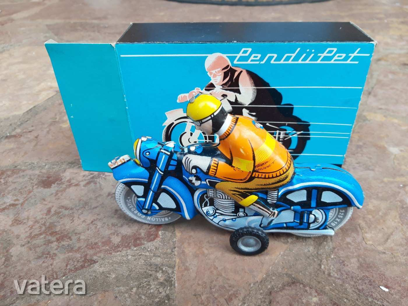 ritka-lemez-motorkerekpar-az-eredeti-dobozaban-c92b_8_big.jpg