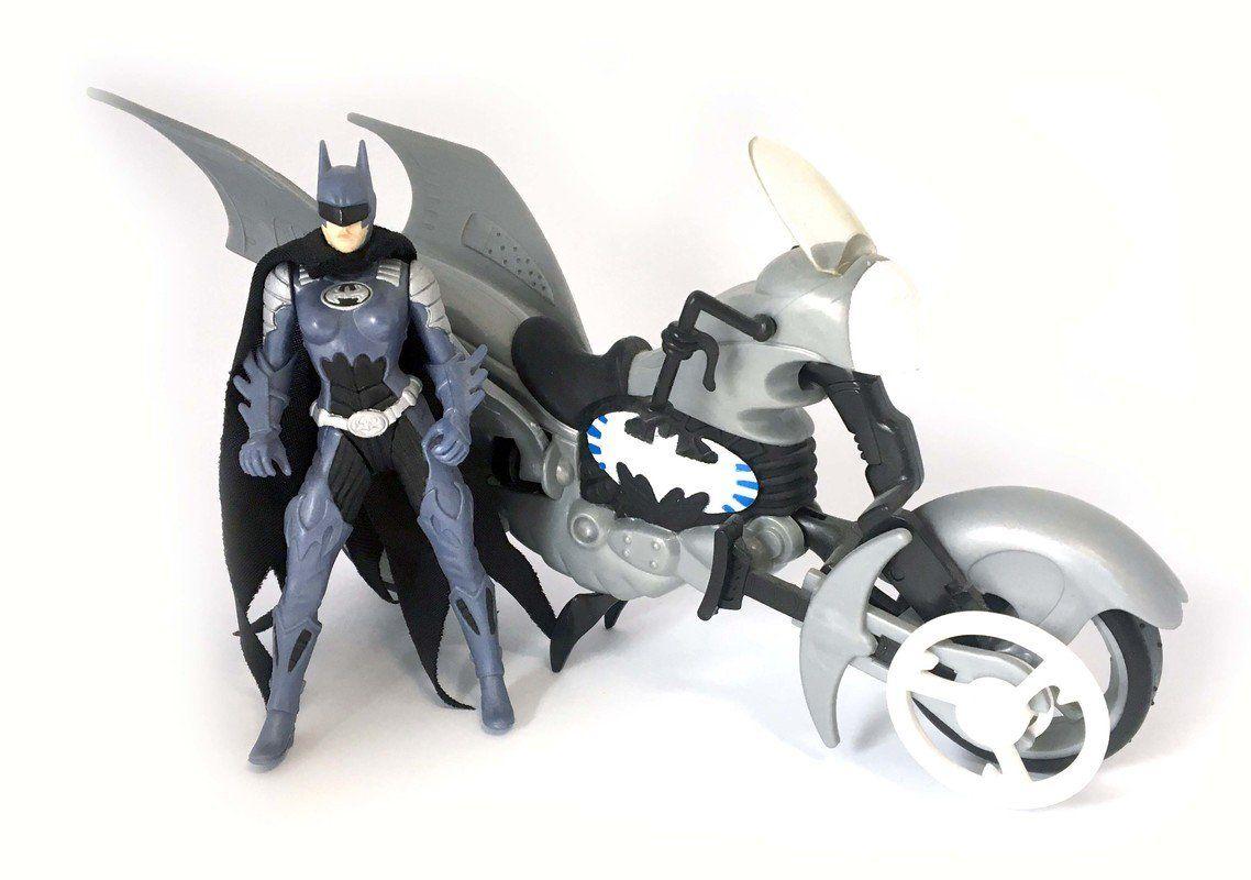 batgirl_with_icestrike_cycle_1.jpg