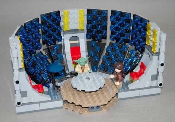 promotional-lego-jedi-holocron-room-from-the-yoda-chronicles.jpg