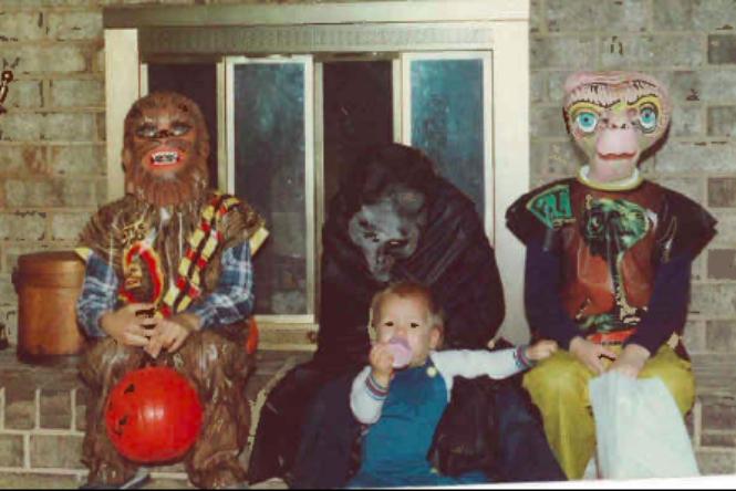 Vicces merchandise termékek - A 70-es, 80-as évek licenszelt halloween jelmezei