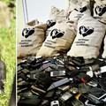 Mihez kezd egy gorillakölyök 4000 mobillal?