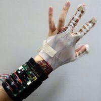 Okos kesztyű segít megfogni virtuális tárgyakat