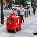 Robot viszi a postát Japánban