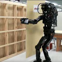 Magától telepít gipszkartonokat egy humanoid robot