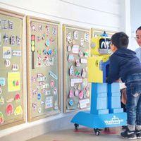 Gyerekeket vizsgál egy kínai robot