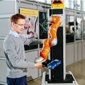 Biztonságosabb lesz az ember-robot együttműködés