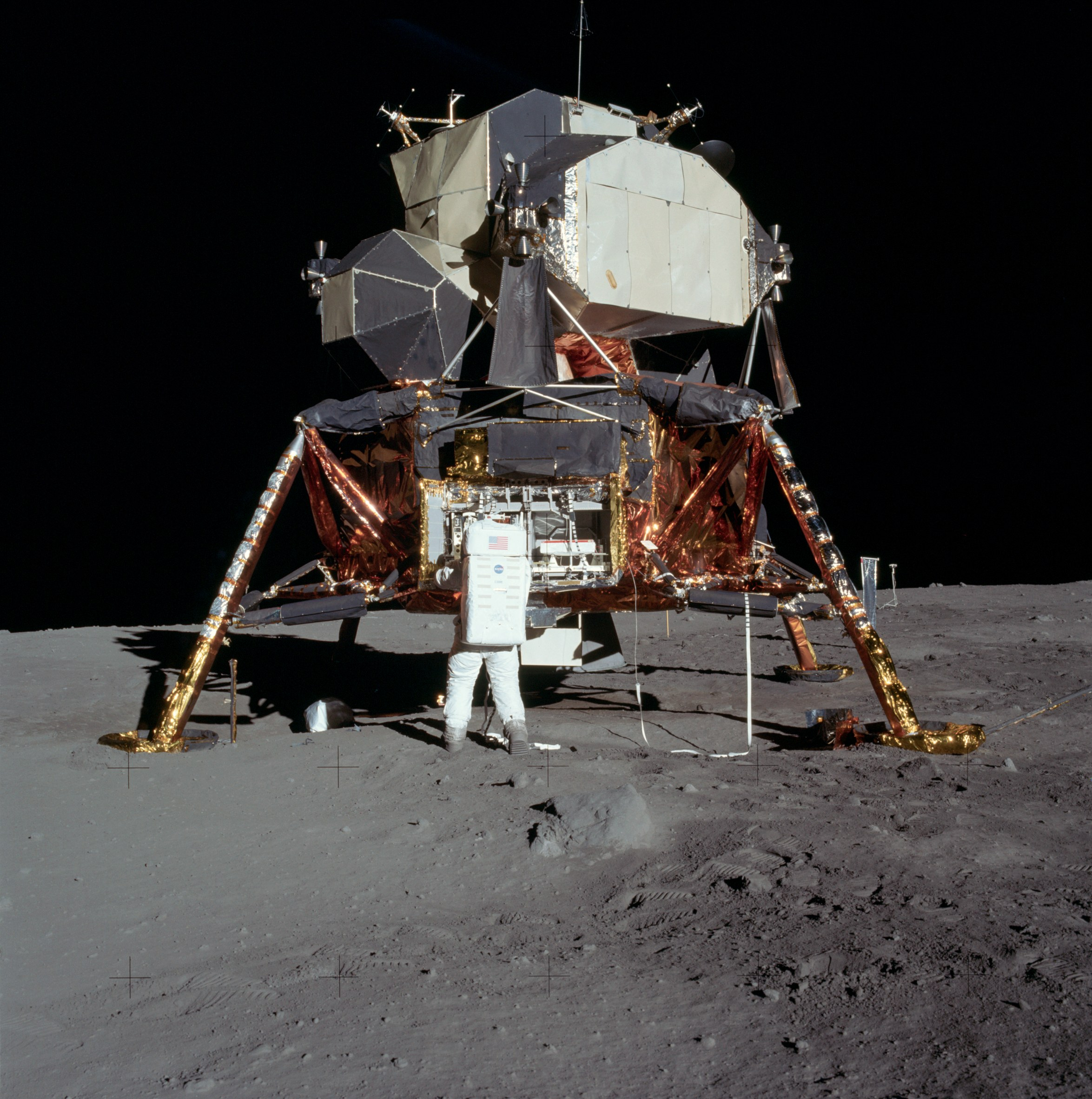 copy_of_apollo_11_lunar_lander_5927_nasa.jpg