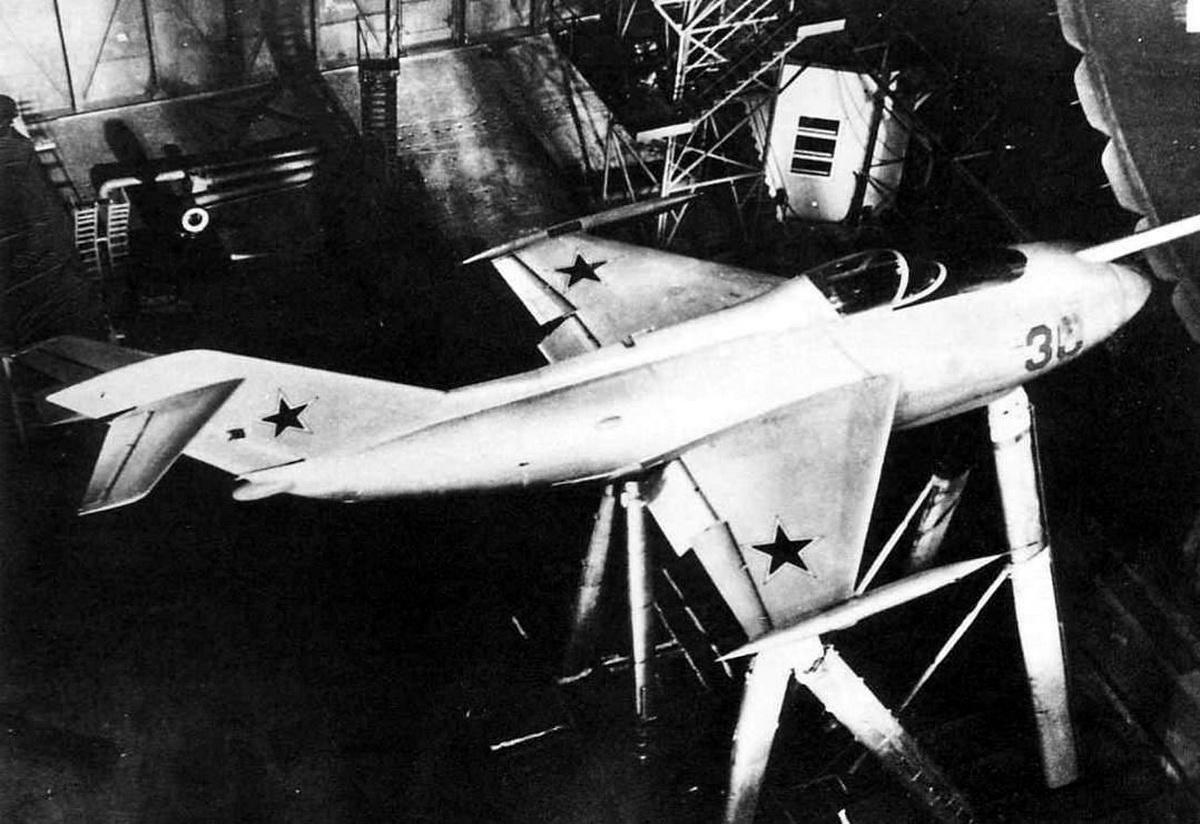 jak-36-1.jpg