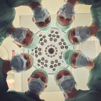 Vallomás egy szívműtétről, avagy a kórházi műtő mint liturgikus tér