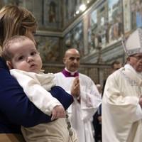 """Ferenc pápa: """"Veszekedni természetes, de ne a gyerekek előtt!"""""""