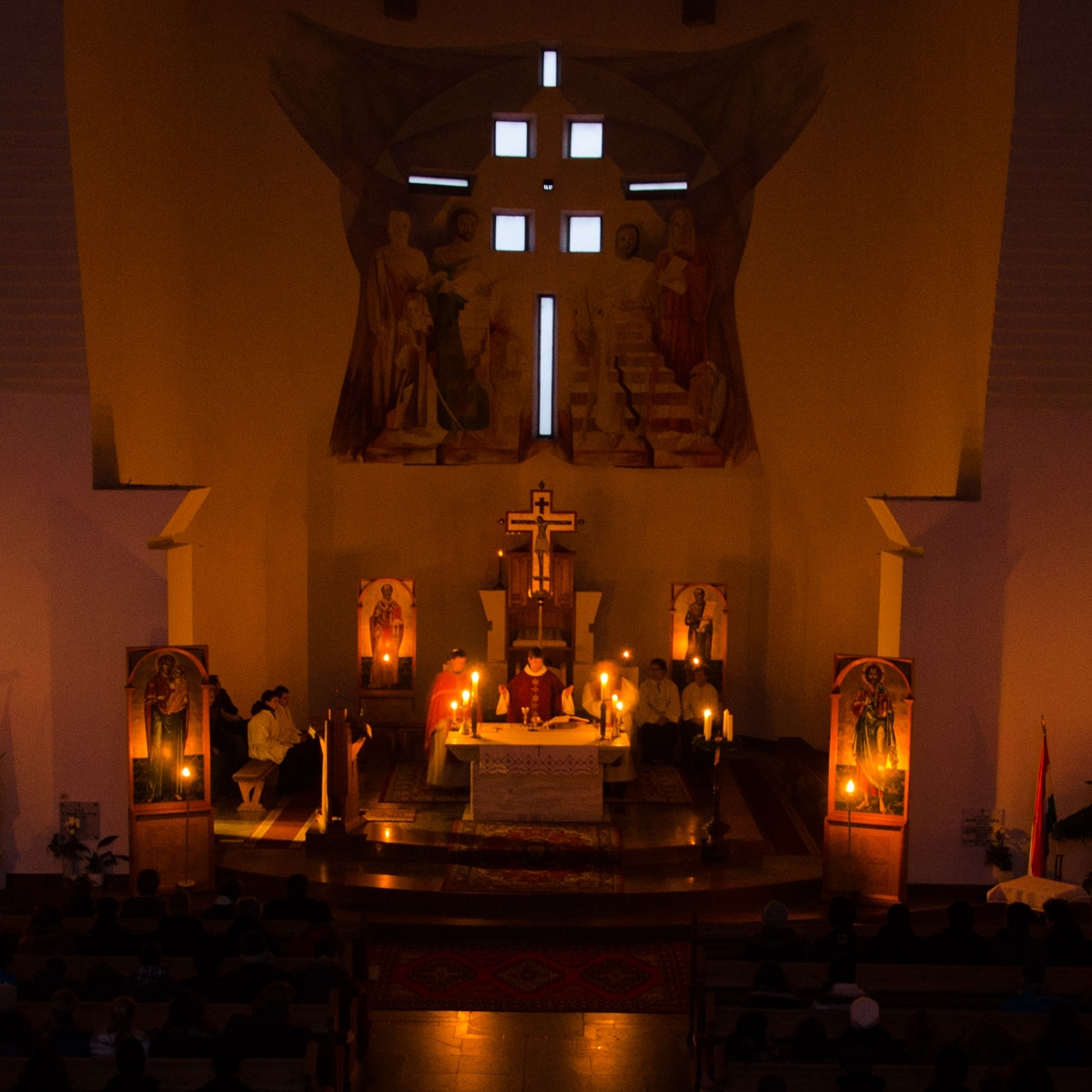 Roráte az avas-déli Isteni Ige plébánia templomban