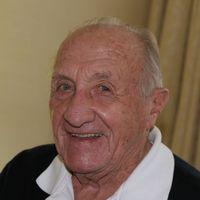 Dr. Tarics Sándort sétapálca emlékezteti az idő múlására