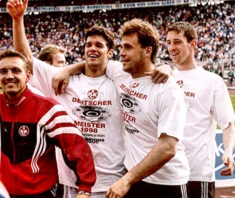 A nosztalgia posztban Bundesliga nyerés Ballackkal.
