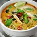 Bazsalikomos Thai csirkeleves