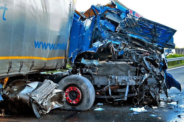 bolgár kamion balesete