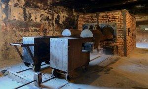 Crematorium_at_Auschwitz_I_2012